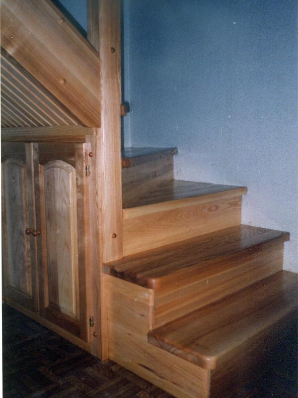 Лестницы из дерева для коттеджа