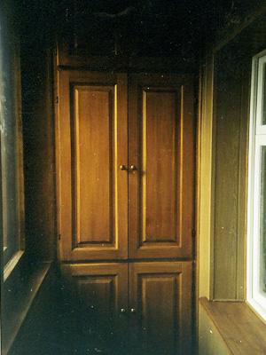 Деревянные шкафчики на балкон